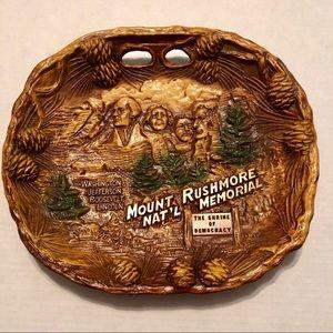 Vintage Mount Rushmore Souvenir Resin Plate